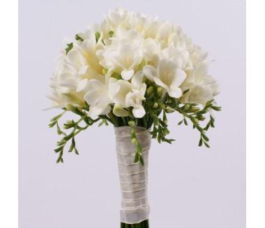 Свадебный букет из белоснежной фрезии
